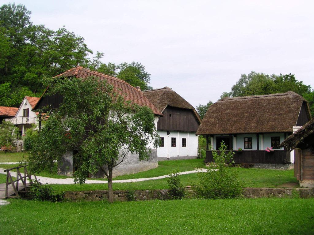 """Hrvatsko Zagorje i Međimurje: Kumrovec: Muzej """"Staro selo Kumrovec"""""""