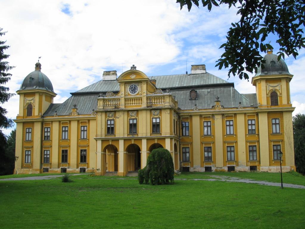 Slavonija: Našice: Dvorac Pejačević