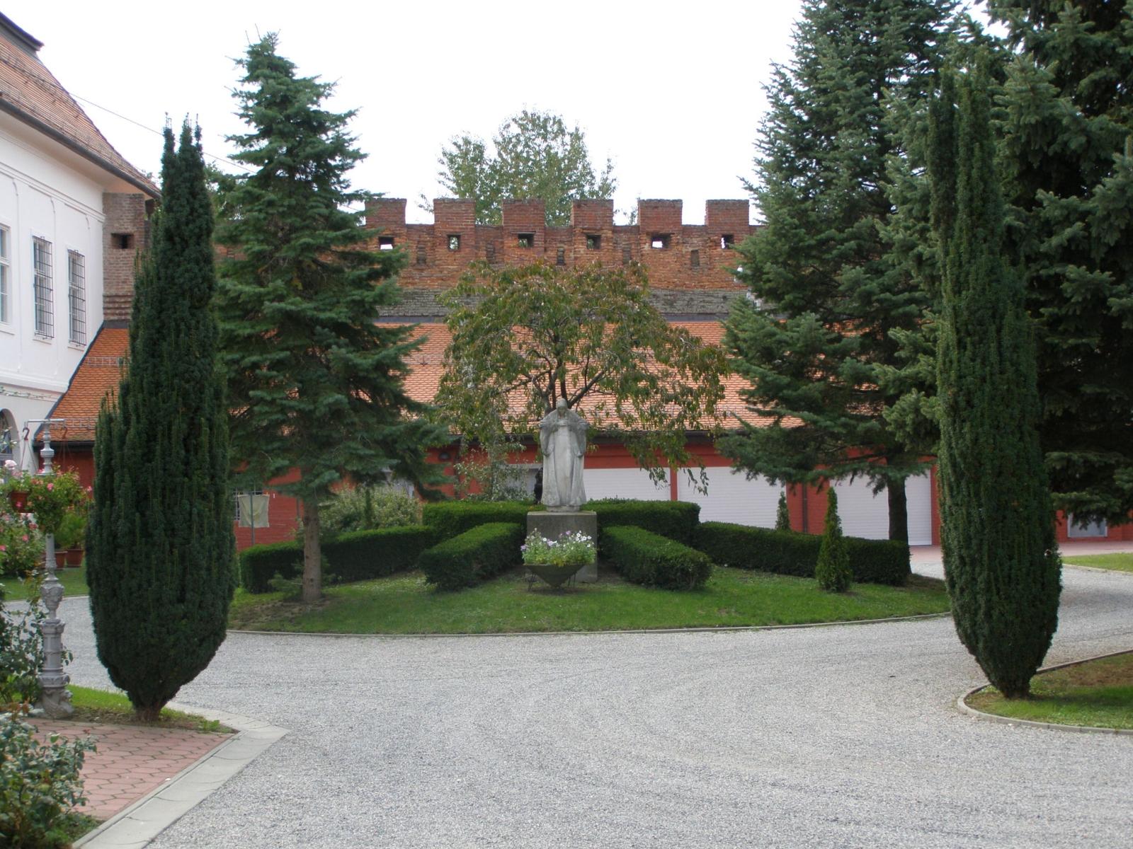 Slavonija i Baranja: Đakovo: Biskupski dvor i podrumi