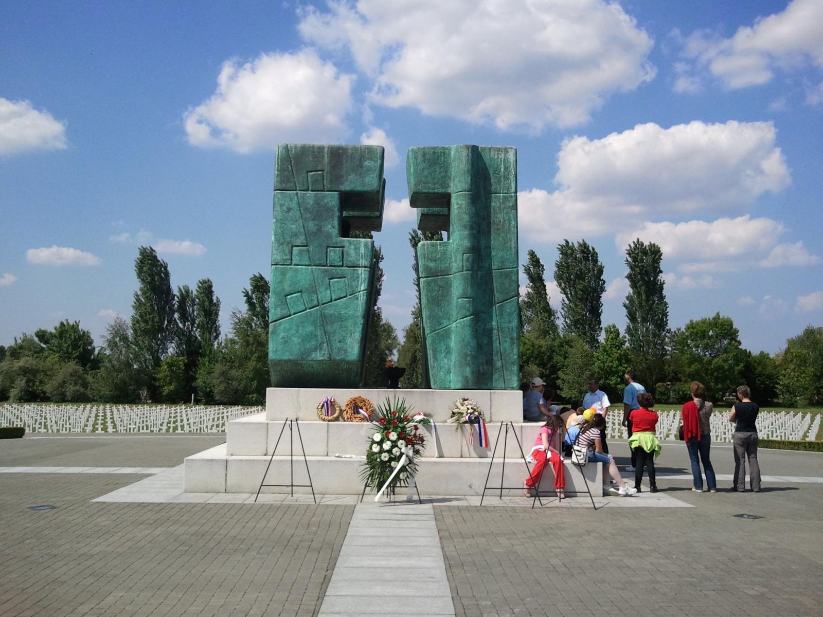 Slavonija i Baranja: Vukovar: Memorijalno groblje