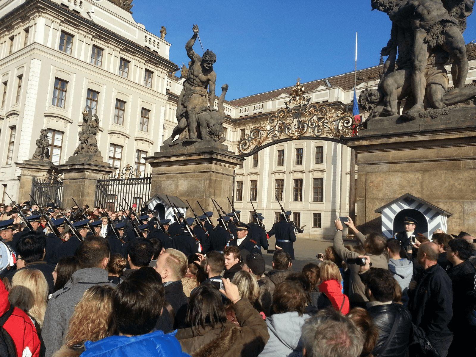 Prag i Krakow: Prag: smjena straže