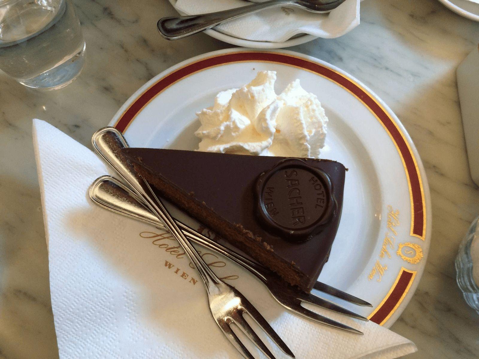 Prag, Beč, Bratislava i Budimpešta: Beč: originalna Sacher torta