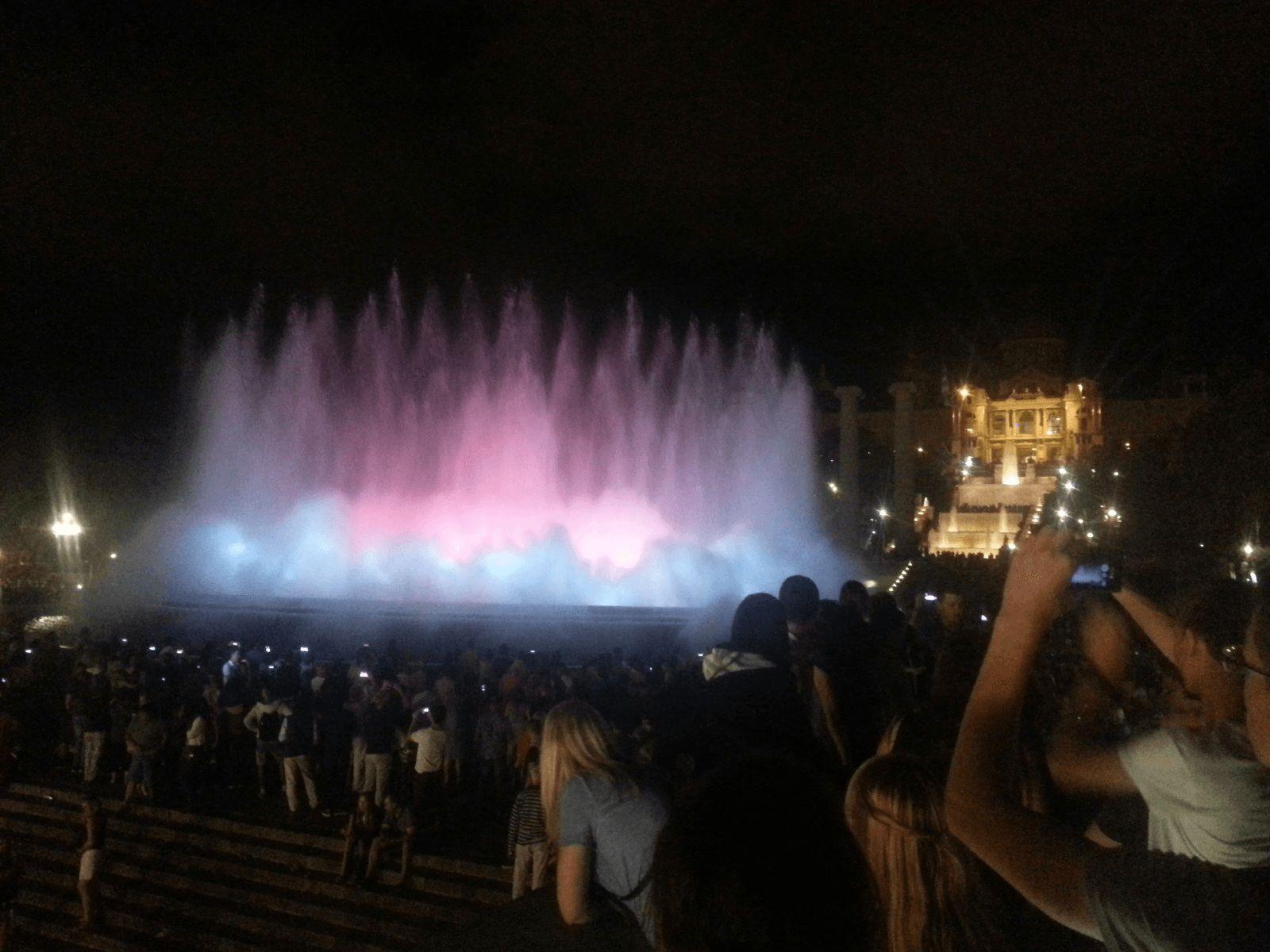 Španjolska i Gardaland: Barcelona: Čarobna fontana
