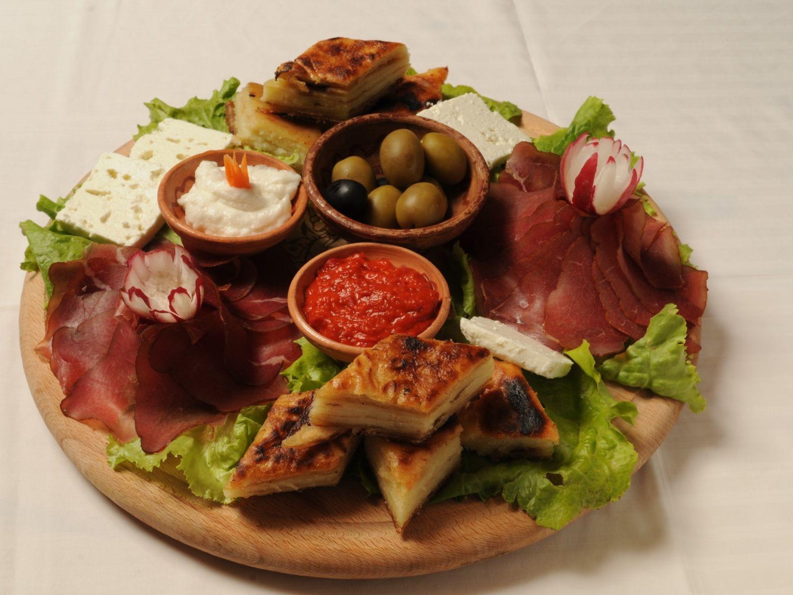 OHRID SPRING BREAK - First minute: Makedonska hrana - mmmm :)
