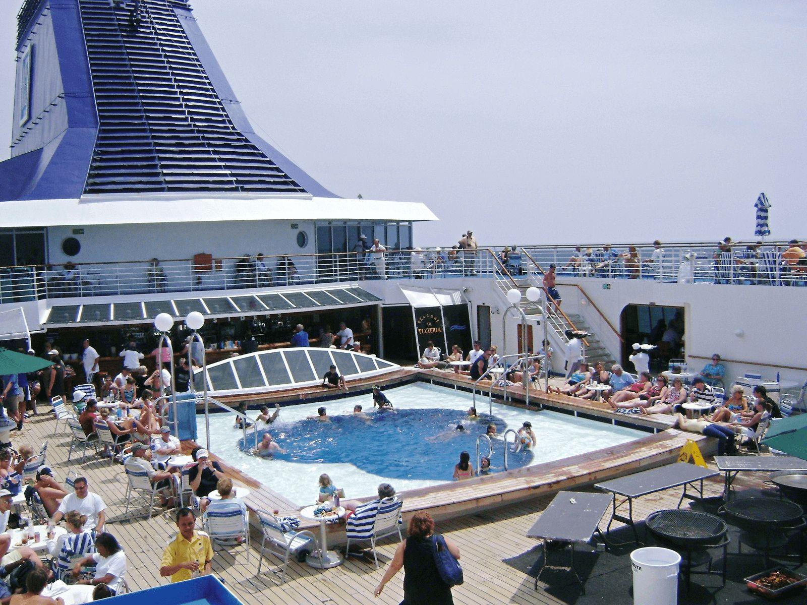 BARCELONA SPANNABIS KRSTARENJE: Cruiser: guštanje na gornjoj palubi :)