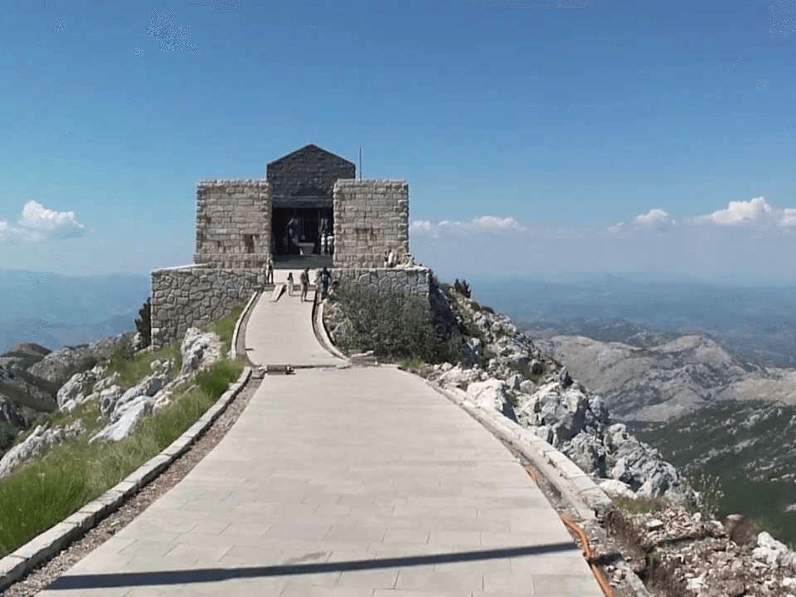 BALKAN TURA - First Minute!: Lovćen: Njegošev mauzolej