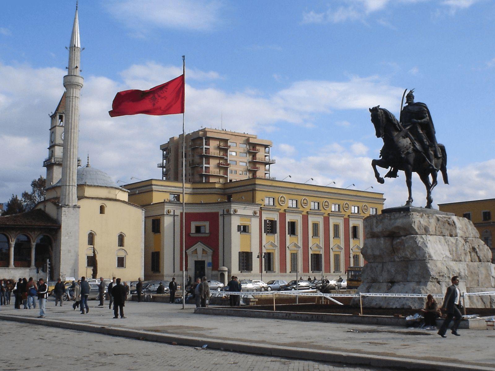 BALKAN TURA - First Minute!: Tirana: Skenderbegov trg